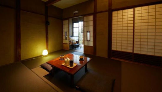Sakainoma-Kuma-Guest-House-in-Osaka-Japan_s.jpg